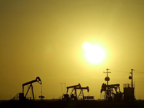 Imagen 6: Pozos de petroleo.  Autor: Fábio Pinheiro