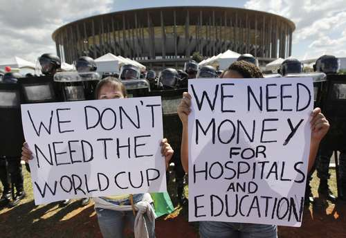 Manifestación en contra de la celebración del Mundial de Futbol en Brasil.