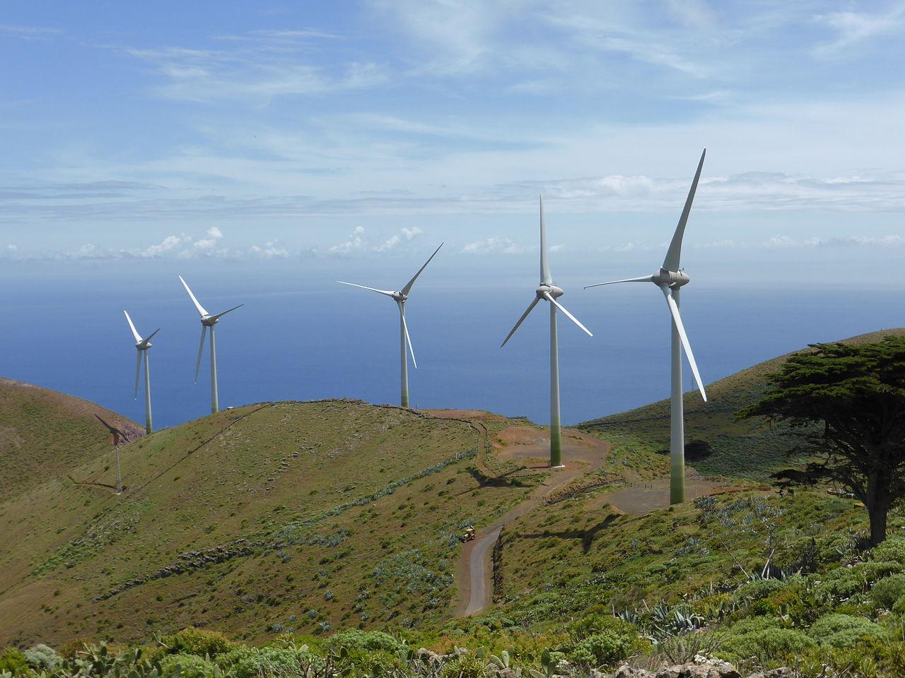 Parque_eólico_de_la_isla_de_El_Hierro,_Canarias,_España (1)