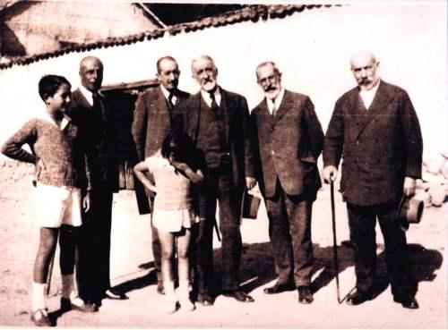 Profesores y alumnos de la ILE en una excursión (1930). Fuente: www.colectivoginer.com